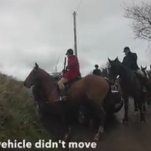 eggesford-hunt-blocking-vehicle-and-road