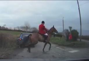 huntsman-galloping-horse-on-road-1155